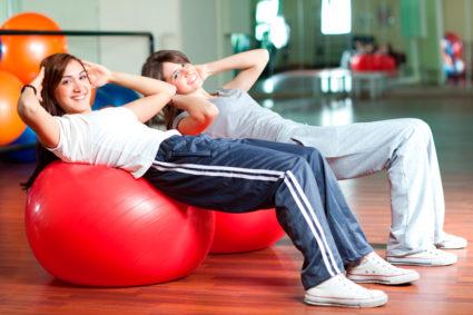 Фитбол помогает укреплению спины