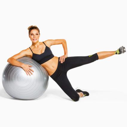 Происходит укрепление спинных мышц, растяжение позвоночника