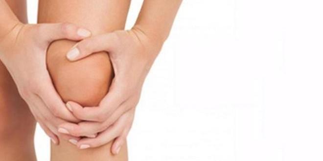 Болит колено у девушки