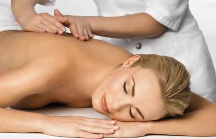 Лечение боли в спине при помощи массажа