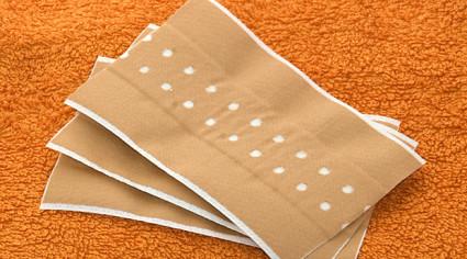 Чтобы устранить симптомы и снять воспаление, назначаются пластыри