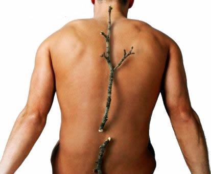 Симптомы дорсаго проявляются острой и резкой болью в груди