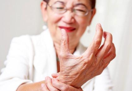 Когда начинаются неприятные изменения в области рук, нужно обратиться к невропатологу и пройти диагностику