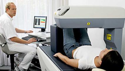 Денситометрия, которая использует рентген, имеет более точные результаты