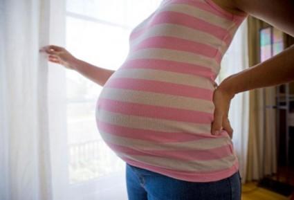 Невропатия седалищного нерва может беспокоить женщин в результате давления растущего плода