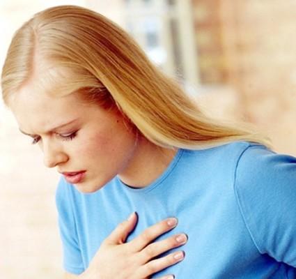 Нередко боль иррадирует во внутренние органы