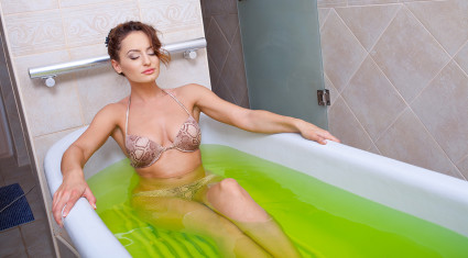 Терапия ваннами является обязательной при артрозе коленного сустава