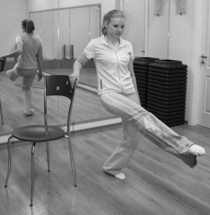 Упражнения при коксартрозе при таком же исходном положении напоминают фитнес