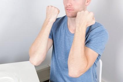 При поражении артрозом конечностей часто страдают области лучезапястного и локтевого сочленений или суставных соединений