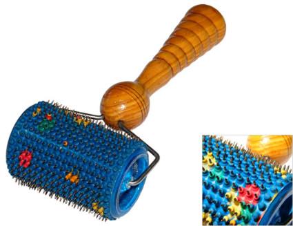 При грыже может использоваться валик с вращающимся роликом