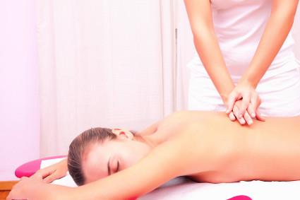 Мануальная терапия, в отличие от остеопатии, направлена на само проявление болезни, а не на ее причину