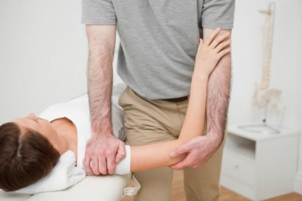 Состояние плеча на ощупь сравнивается с замороженным предметом