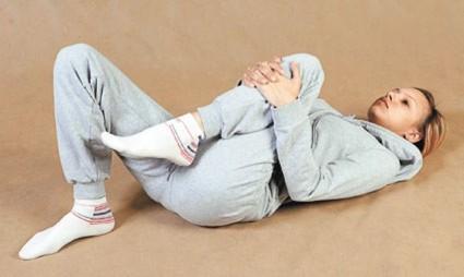 Упражнения для лечения гонартроза, разработанные доктором Бубновским, заключаются в выполнении гимнастики с выдыханием «Ха!»