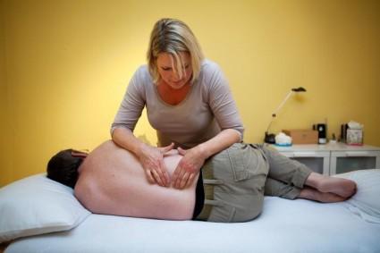 Нередко для лечения такого заболевания, как сколиоз, подходит остеопатия