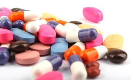 Больному назначают медикаментозное и физиотерапевтическое лечение
