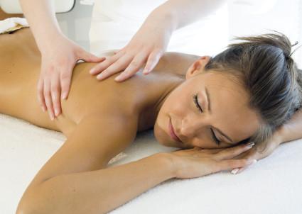 При грыже позвонков, в домашних условиях также можно выполнить и массаж