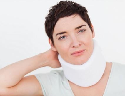 Врач остеопат может устранить,определить причину грыжи шейного отдела