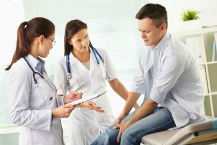 Боль в суставах - это первый признак, указывающий на патологию