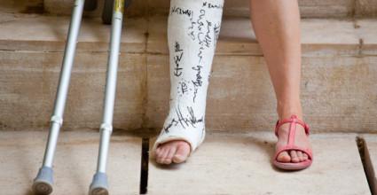 Иногда при вывихи нижних конечностей похожи,по симптомам,на переломы