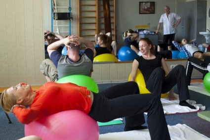 Важна лечебная гимнастика, её часто проводят в санаториях