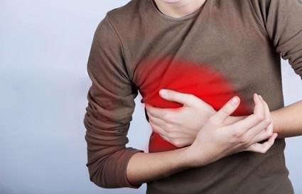 Болеть справа спереди может при выполнении чрезмерных физических нагрузок