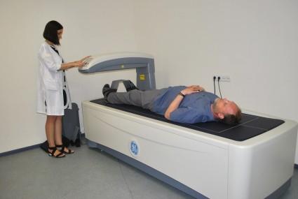 При проведении применяются рентгеновские лучи или ультразвуковые волны