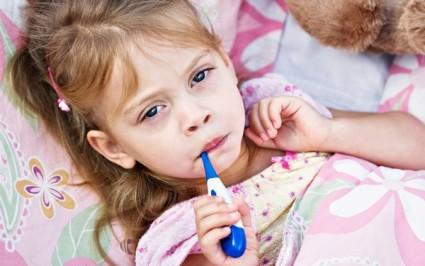 Если есть ротационный подвывих, ребенок гиперактивен, постоянно плачет, нервничает, капризничает
