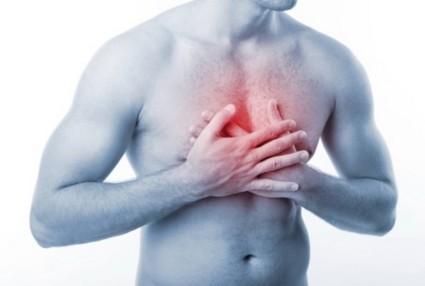 Болевой синдром усилится, если на грудь надавить