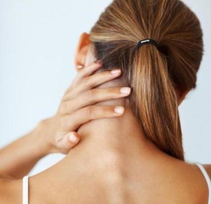 Компрессия вызывает снижение чувствительности рук, мышечную слабость