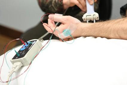 Электронейрография проводятся, если у человека есть определенные симптомы