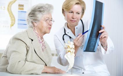Компрессионный перелом позвоночника – это результат больших нагрузок непосредственно на тело одного или нескольких позвонков