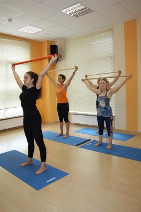 Особенно нужна гимнастика тем больным, у которых поражены поясничные отделы