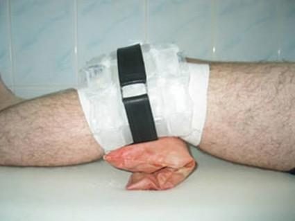 На участок повреждения медики советуют прикладывать лед
