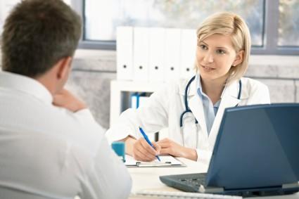 Врачи назначают медикаментозную терапию, но не исключают возможность лечить заболевания дома народными средствами