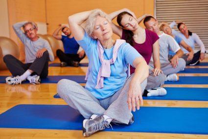 Все упражнения следует выполнять плавно без резких движений