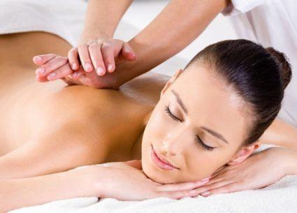Роль массажа спины при сколиозе всего лишь вспомогательная