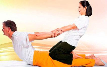Тайский массаж захватывает сразу весь позвоночник