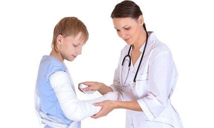 Используя домашние средства для лечения растяжений, особенно у ребенка, необходимо учитывать имеющиеся противопоказания
