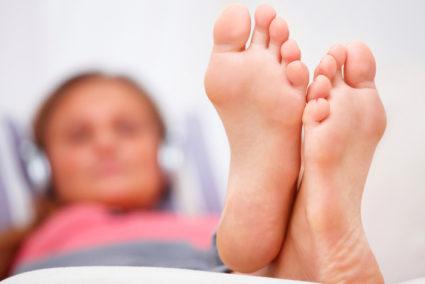 Ношение узкой или тесной обуви, высокого каблука приводит к деформации стопы