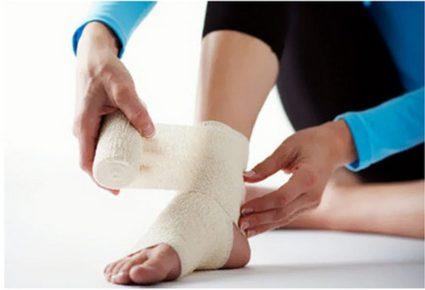 Если нога после травмы сильно опухла и симптомы нарастают, то есть угроза перелома стопы и пятки