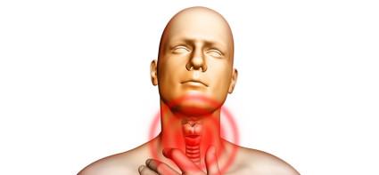 При переломе хрящей гортани доктор проводит операцию