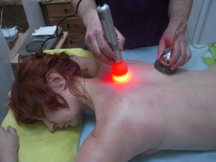 Лазеротерапия,состоит в том, что на тело воздействует гелий-неоновый лазер