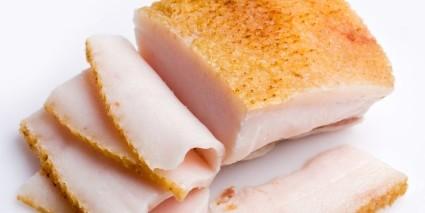 Так как сало относится к продуктам белкового происхождения, употреблять при подагре его не рекомендуется