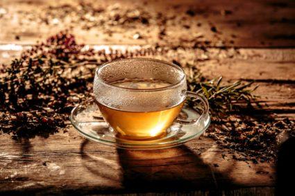 Получить здоровые суставы и межпозвоночные ткани можно при правильном потреблении чая