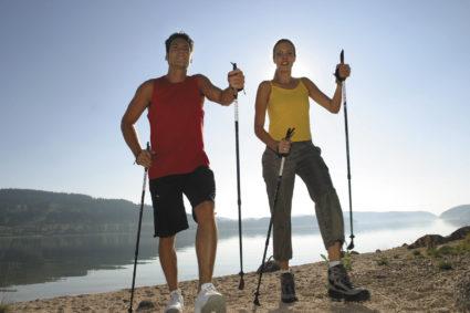 Польза скандинавской ходьбы будет больше, если вы выберете места для прогулок в районе с чистым воздухом