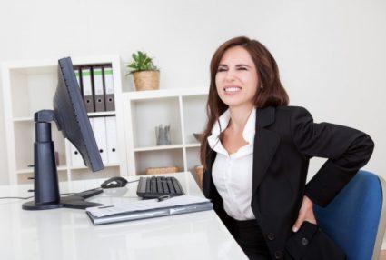 Межпозвоночная грыжа – самая распространённая причина, из-за которой проявляется ноющая боль в пояснице