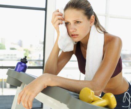 Ощущение дискомфорта под ребрами спереди могут возникать после выполнения физических упражнений