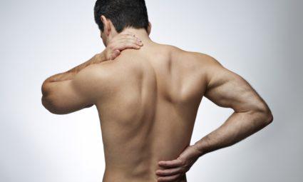 Обычно наблюдается боль в пояснице, отдающая в боковые области спины