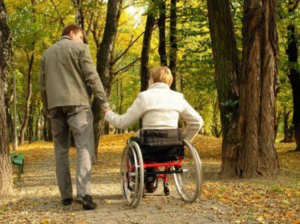 Хоть лечение приносит только облегчение, прогрессирование болезни замедлить можно