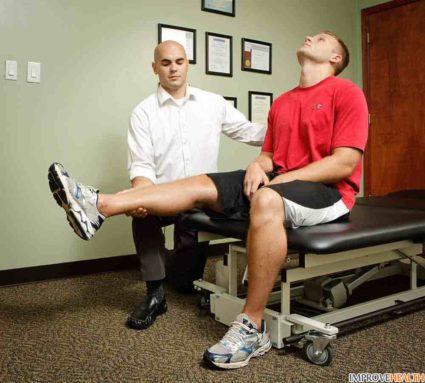 Боль сосредоточивается в зоне седалищного нерва в бедре